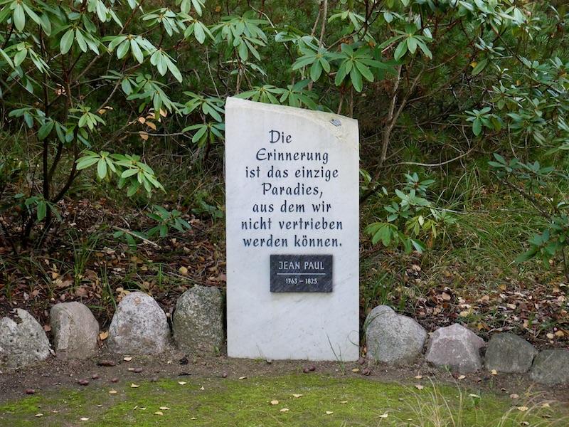 Dieser tröstliche Spruch ziert den Haupteingang des Waldfriedhofs.